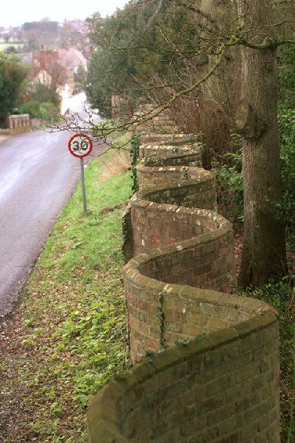 Crinkle-Crankle_Wall_in_Bramfield_-_geograph.org.uk_-_108876
